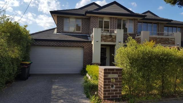 19 Pine Way, Doncaster East VIC 3109