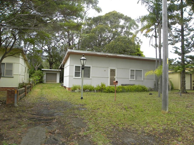 25 Yarroma Ave, Sussex Inlet NSW 2540