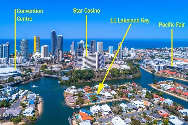 11 Lakeland Key, Broadbeach Waters QLD 4218
