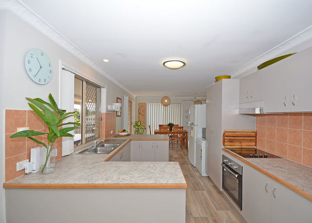 6-8 Queensbury Grove, QLD 4655