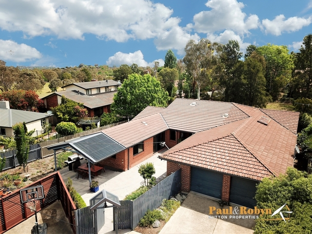 16 Ogden Close, Fadden ACT 2904