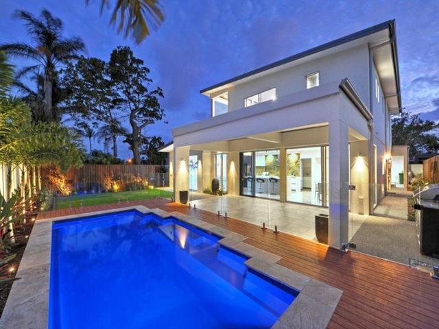 5 Robin Avenue, Paradise Point QLD 4216