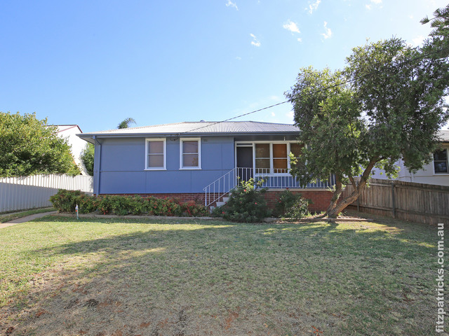 9 Condon Avenue, Mount Austin NSW 2650