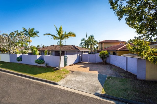 3 Sara Avenue, Broadbeach Waters QLD 4218