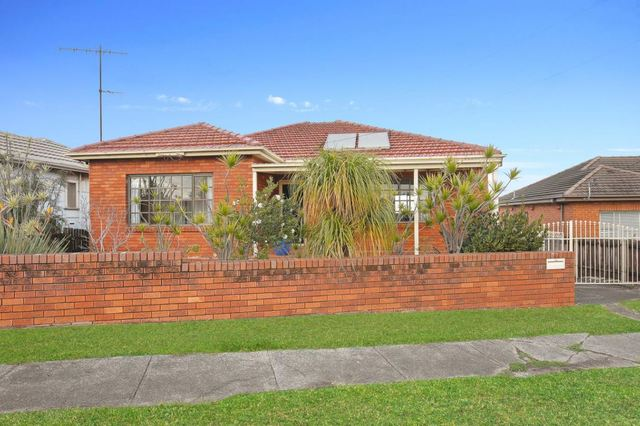 235 Flagstaff Road, Lake Heights NSW 2502