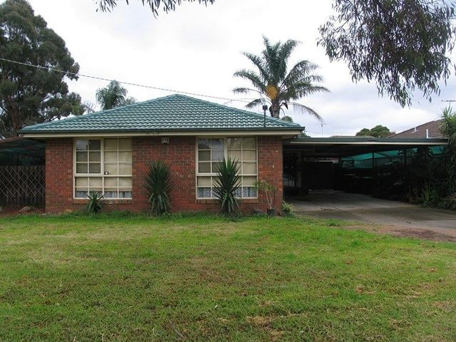 4 Barries Rd, Melton VIC 3337