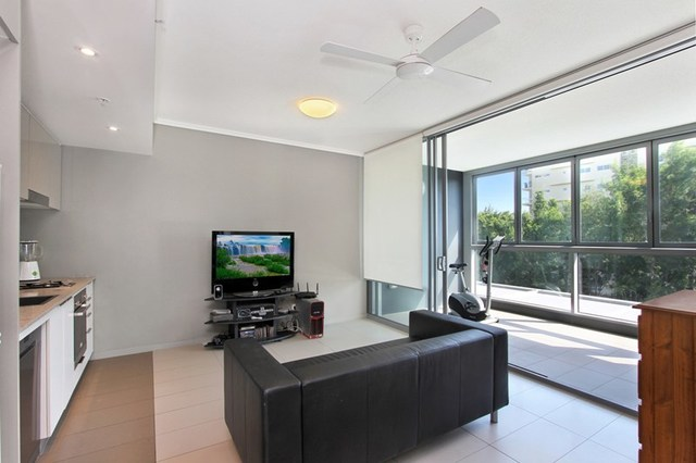 30210/2 Harbour Road, QLD 4007