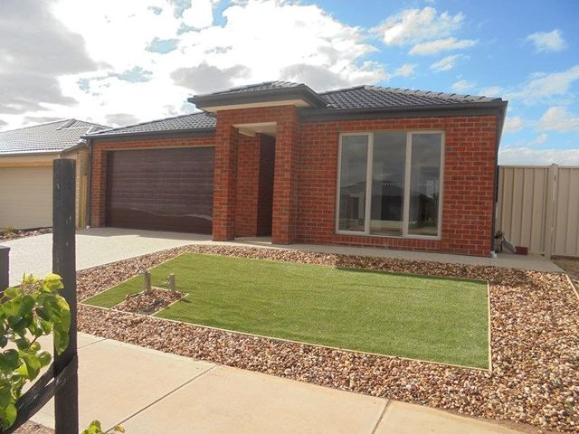 4 Toolern Waters Drive, Melton South VIC 3338