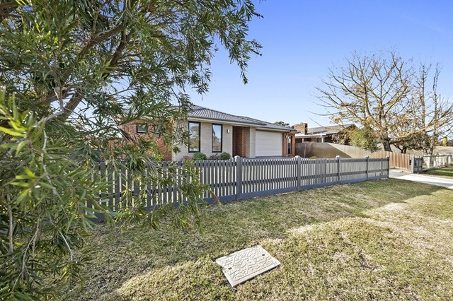 7 Rodney Drive, Woodend VIC 3442