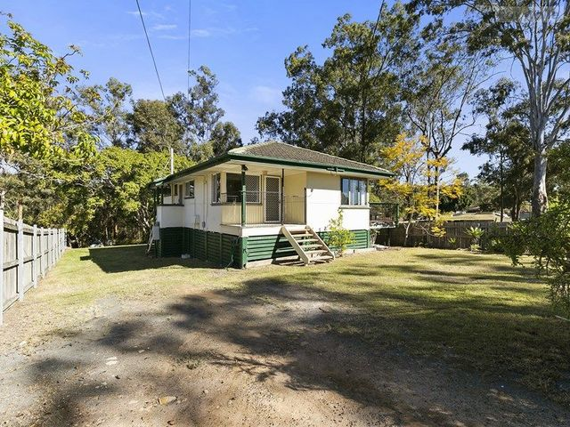 8 Hayden St, Riverview QLD 4303