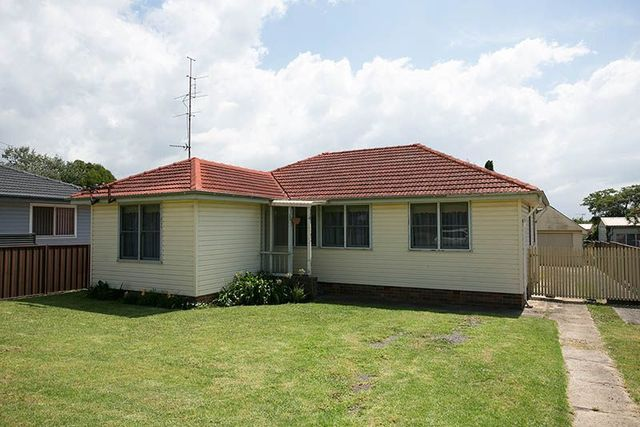18 Anthony Street, Lake Illawarra NSW 2528
