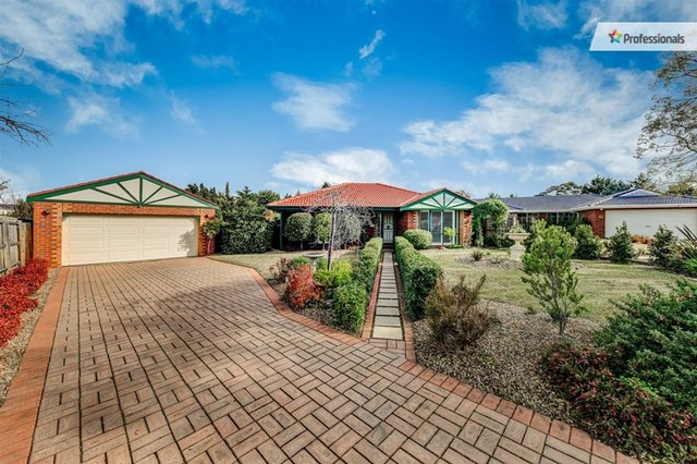 8 Pulford Court, Melton West VIC 3337