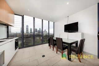 823/555 Flinders Street