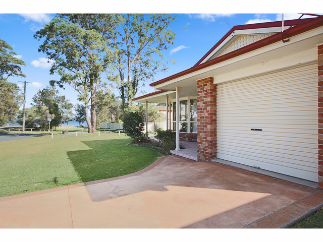 8 Collett Place, St Georges Basin NSW 2540