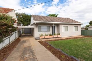 69 Grove Street Kooringal NSW 2650