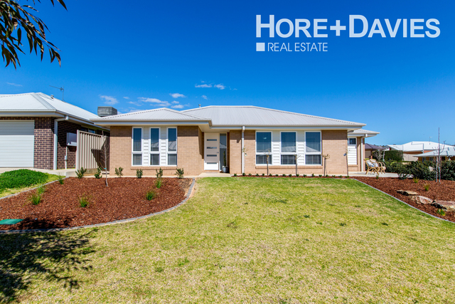 9 Murndal Place, Bourkelands NSW 2650