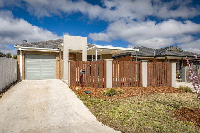 10 Waddhir Place, Ngunnawal ACT 2913