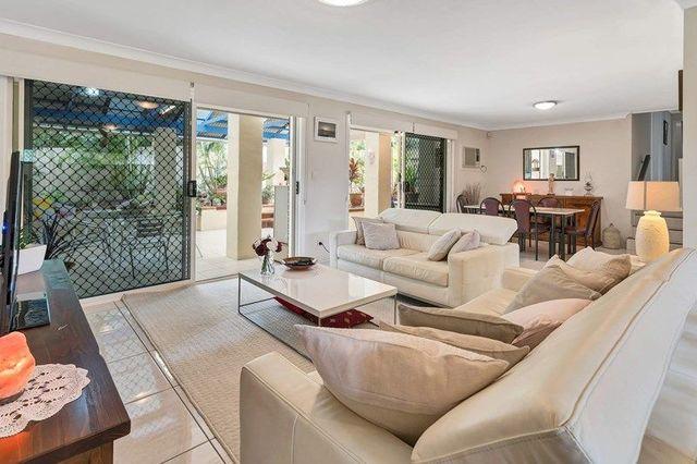 11 Kurrambee Avenue, Ashmore QLD 4214