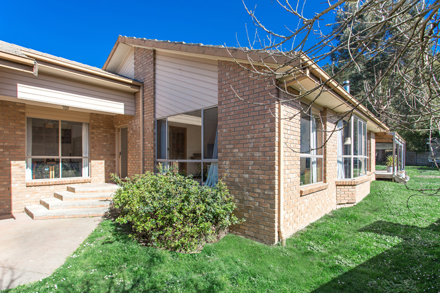 8 Anderson Court, Canadian VIC 3350