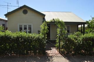 20 Kildare Avenue Turvey Park NSW 2650