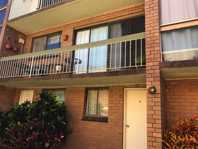 2/17 Downs St, Redcliffe QLD 4020