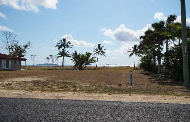 78 Taylor Street, Tully Heads QLD 4854