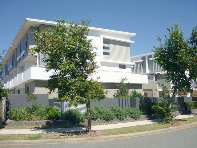 7/4 Ben Lexcen Place, Robina QLD 4226