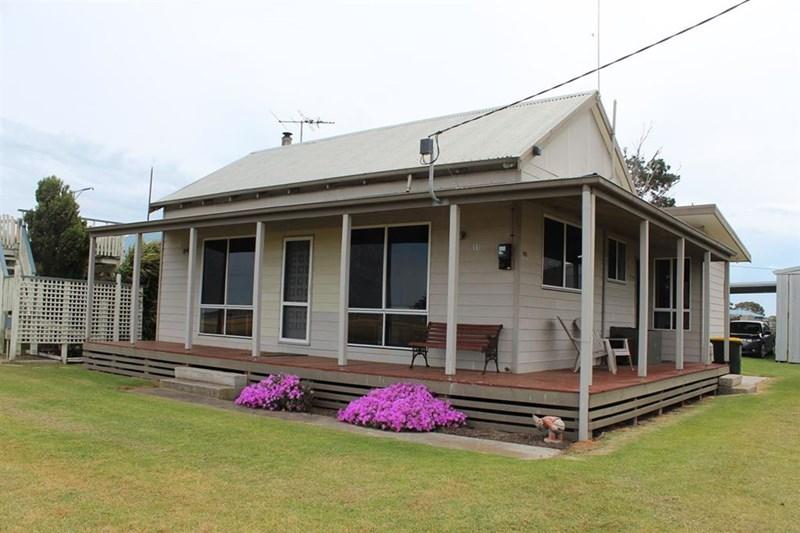 11 david street manns beach vic 3971 house for sale for Beach house builders gippsland