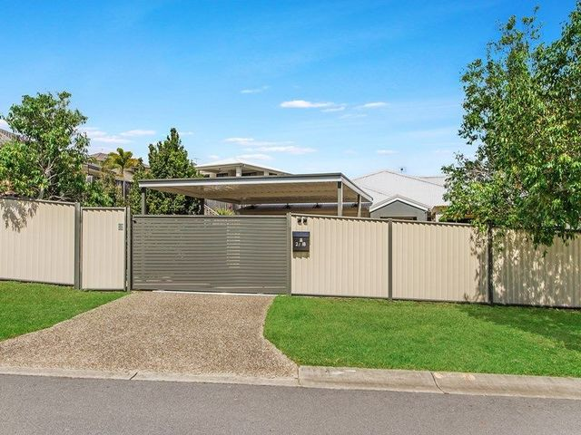 2/18 Bowley Street, Pacific Pines QLD 4211