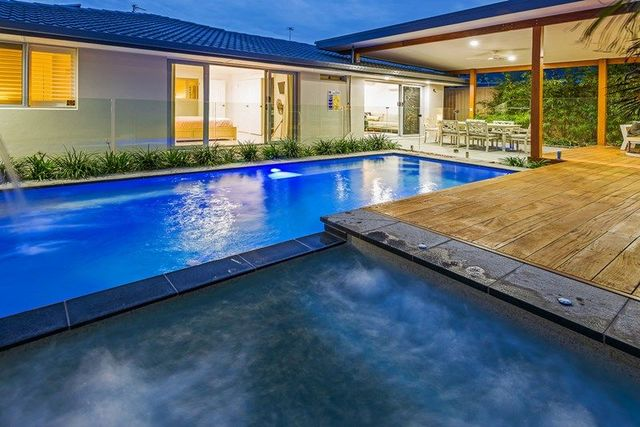 17 Scoter Avenue, Paradise Point QLD 4216