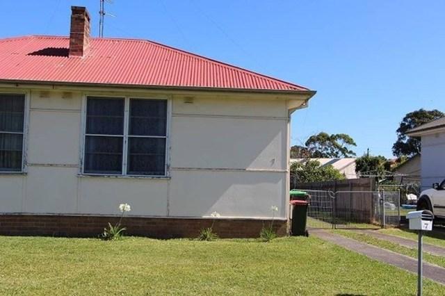 7 Blackman Pde, Unanderra NSW 2526