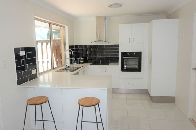"""32/20 TO 26 Golden Palms Court """"Parrot Court"""", Ashmore QLD 4214"""