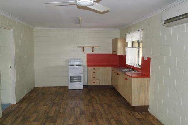 2/122 Broad Street, Sarina QLD 4737