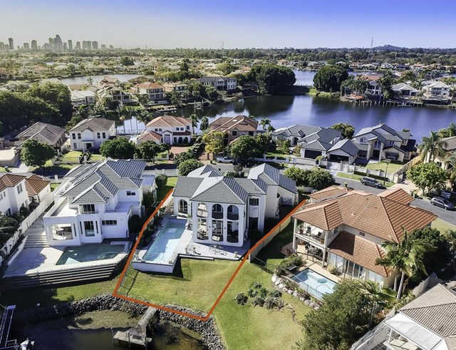 34 Staysail Crescent, Clear Island Waters QLD 4226