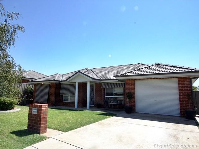 2/12 Illeura Road, Bourkelands NSW 2650