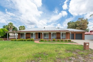 6 Kaldari Crescent Glenfield Park NSW 2650
