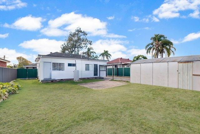15 First Avenue, Macquarie Fields NSW 2564