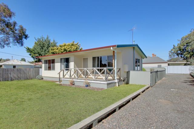 18 Fenwick Crescent, Goulburn NSW 2580