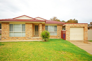 5 Boyd Place Tolland NSW 2650