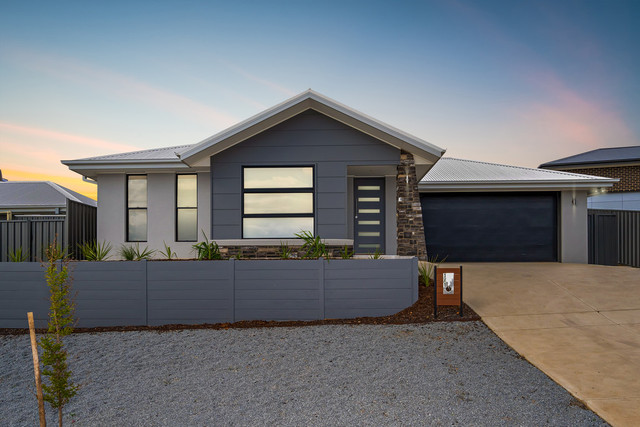 1 Warrock Place, Bourkelands NSW 2650