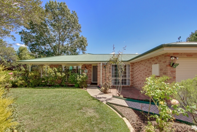 66 Clare Dennis Ave, ACT 2906