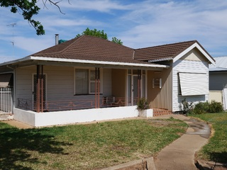 18 Oak Street Leeton NSW 2705