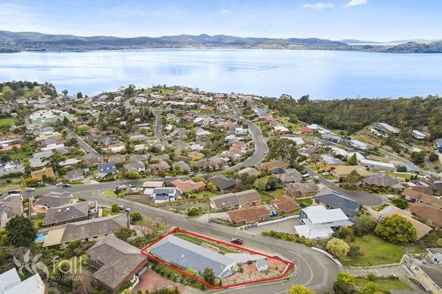 5 Broadwaters Parade, Sandy Bay TAS 7005