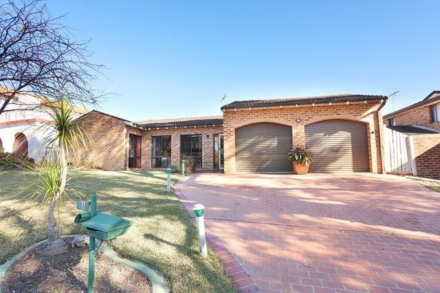 11 Jarray Place, Bossley Park NSW 2176
