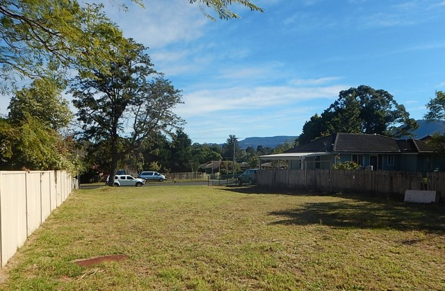 24 Sampson Crescent, Bomaderry NSW 2541