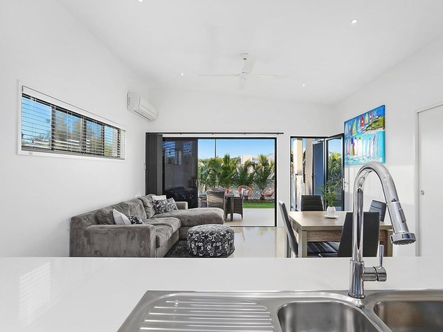 17 Sunshine Crescent, Caloundra West QLD 4551
