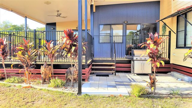 98 Gifford St, Horseshoe Bay QLD 4819