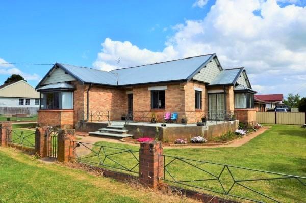 16 Lackey Street, Guyra NSW 2365