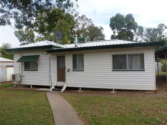 45 Robert St, Surat QLD 4417