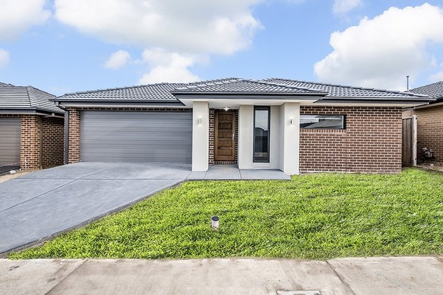 6 Gathering Street, Clyde North VIC 3978